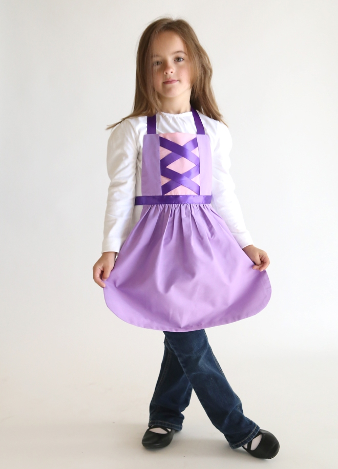 rapunzel-tangled-princess-dress-up-apron-free-sewing-pattern-how-to-make-handmade-christmas-gift-idea-girls-8
