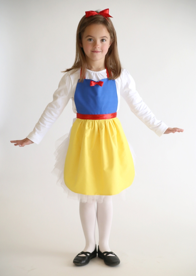snow-white-princess-dress-up-apron-free-pdf-sewing-pattern-easy-handmade-Christmas-gift-girl-2