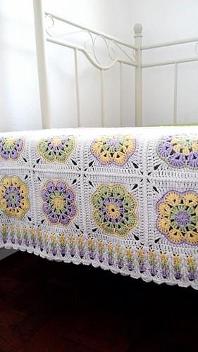 African Flower Square Blanket - best free crochet blanket patterns - www.feedourlife.blog