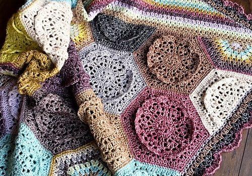 Dutch Rose Blanket - best crochet blanket patterns - www.feedoulife.blog