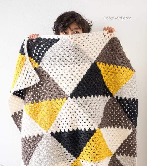 Love-triangle-baby-blanket - best crochet blanket patterns - www.feedourlife.blog