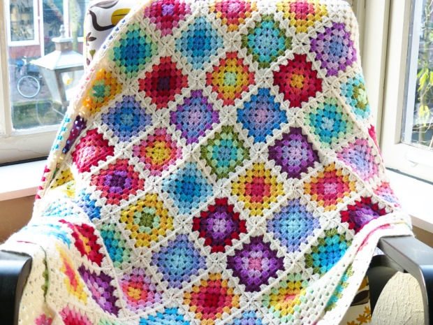 Rainbow Granny Square Blanket - best free crochet blanket patterns - www.feedourlife.blog