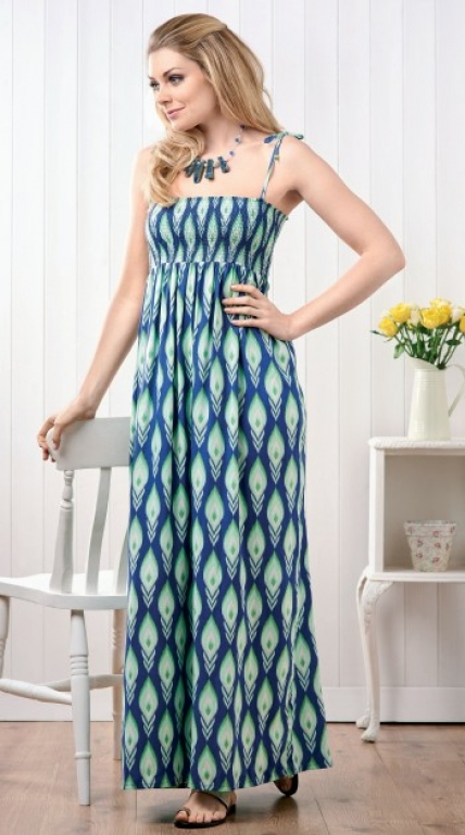 FREE PATTERN - Shirred Maxi Dress by Torie Jayne and brought to you by www.feedourlife.blog