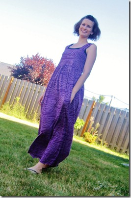 FREE PATTERN - Simple Maxi Dress - by Made It On Monday and brought to you by www.feedourlife.blog