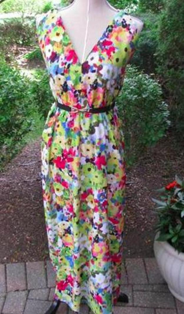 FREE PATTERN - Triangle Maxi Dress - by Craftsy Blog and brought to you by www.feedourlife.blog